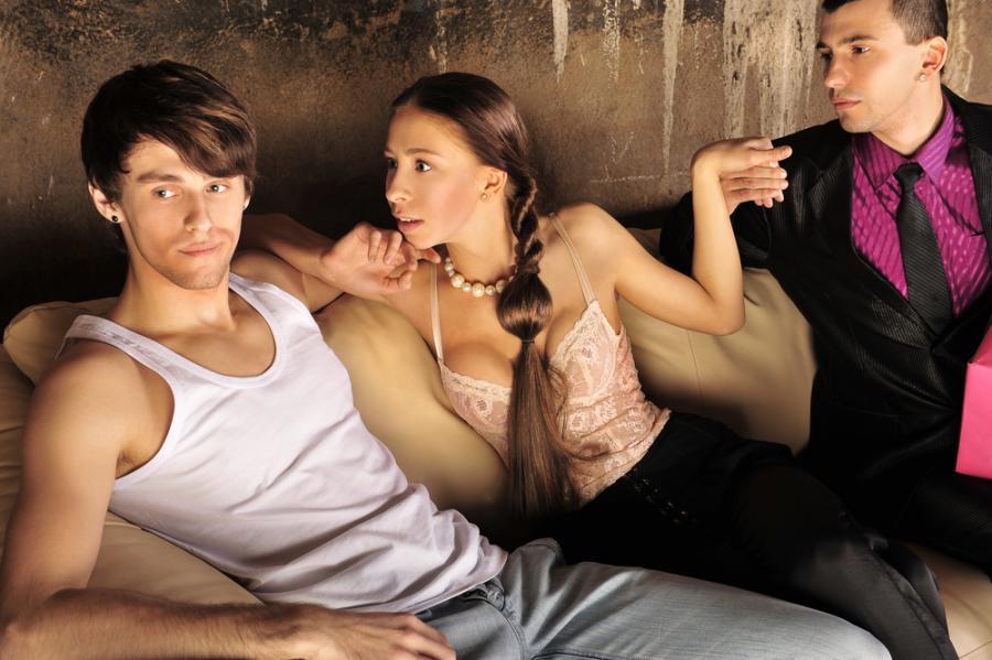 Нежный красивый секс втроем мжм видео
