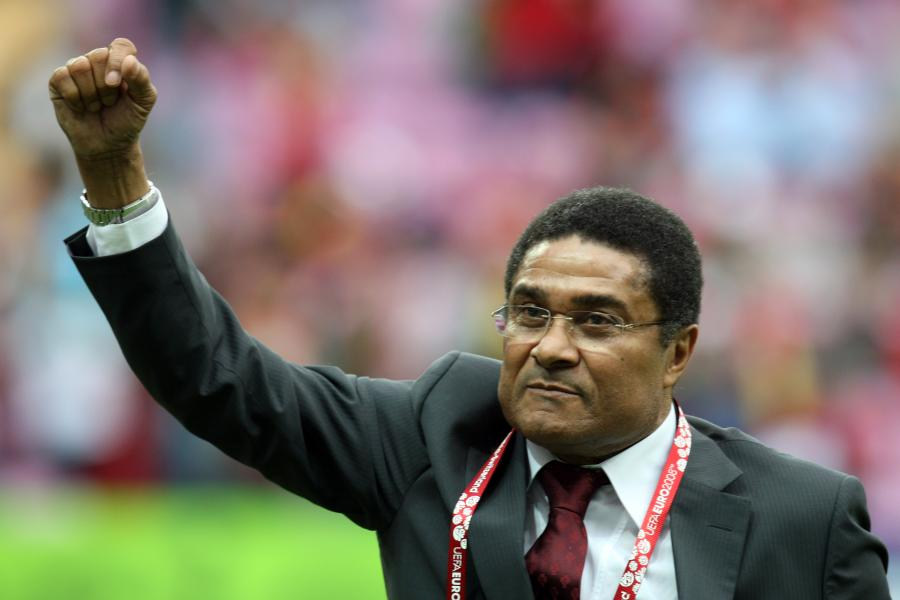 Urodzony w Lourenco Marques w Mozambiku w 1942 roku Eusebio był piłkarzem reprezentacji Portugalii, w barwach narodowych rozegrał 64 mecze, w których strzelił 41 bramek