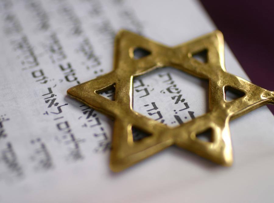 Gwiazda Dawida na pierwszym słowie Księgi Rodzaju