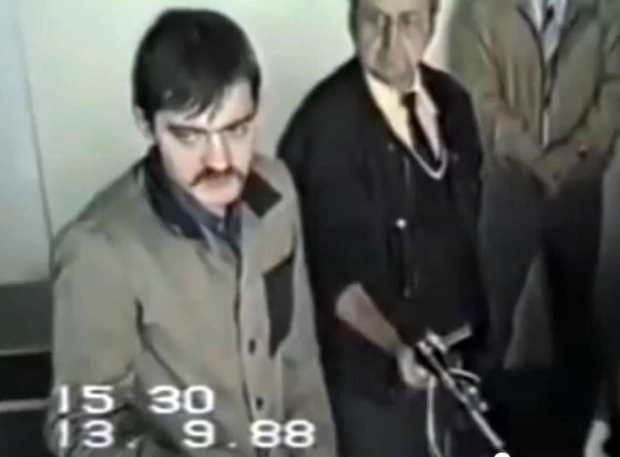 Mariusz Trynkiewicz opowiada, jak zabijał. Kadr z nagrania z wizji lokalnej