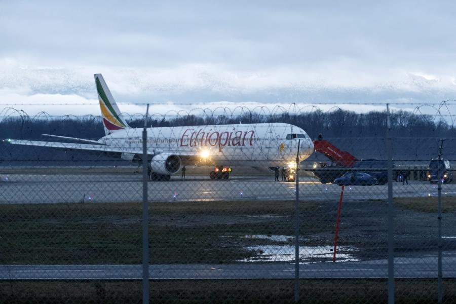 Porwany samolot linii Ethiopian Airlines na lotnisku w Genevie