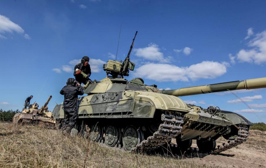 Ćwiczenia ukraińskich żołnierzy na poligonie niedaleko Kijowa