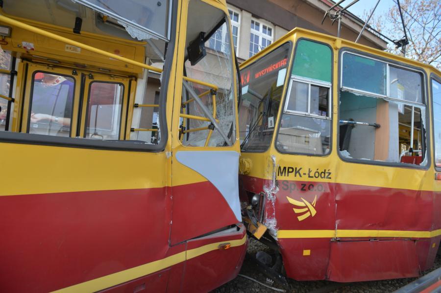 Do zderzenia doszło w Łodzi na rondzie u zbiegu al. Włókniarzy i ul. Limanowskiego