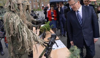 Bronisław Komorowski w Jednostce Wojskowej AGAT w Gliwicach