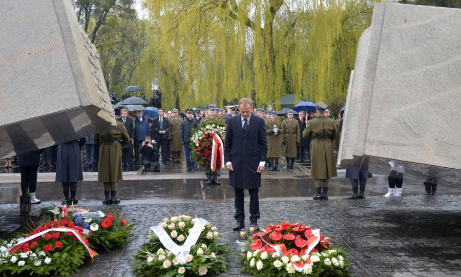 Donald Tusk na Powązkach