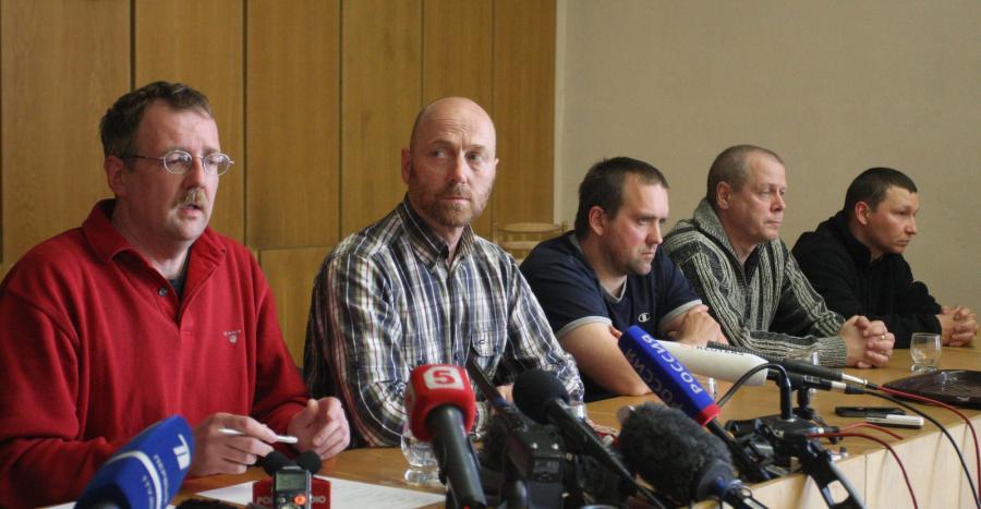 Porwani obserwatorzy OBWE podczas pokazowej konferencji prasowej