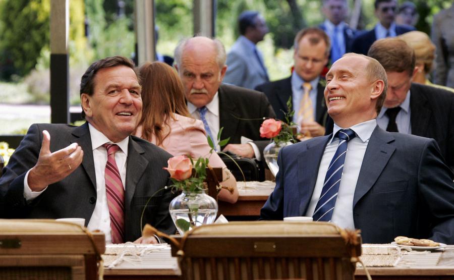 Gerhard Schroeder i Władimir Putin w 2005 roku