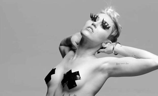 """Miley Cyrus w klipie do piosenki """"Tongue-Tied"""""""