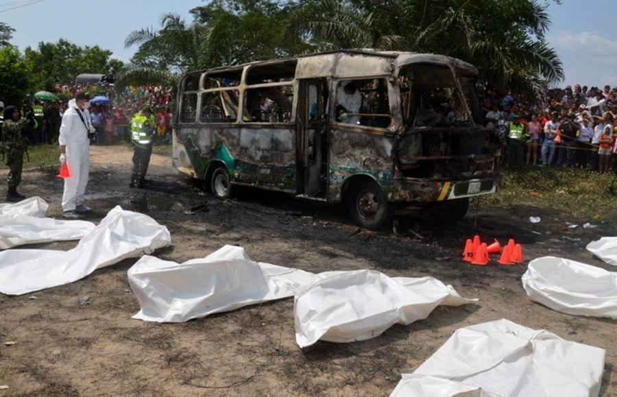 Spalony autobus w Kolmbii