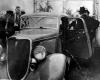 Podziurawiony policyjnymi pociskami samochód Bonnie i Clyde'a, ford V-8 (źródło: Dallas Municipal Archives photo)