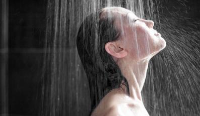 Zimny prysznic hartuje organizm