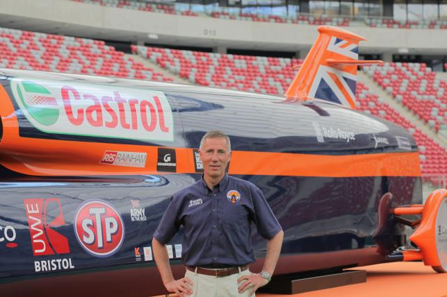 Andy Green i replika pojazdu bloodhound SSC