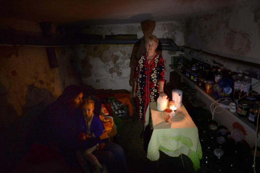 Cywile ukrywają się w piwnicach i schronach