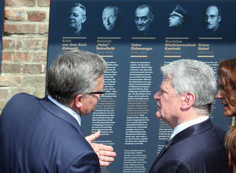 Bronisław Komorowski i Joachim Gauck na otwarciu wystawy w Berlinie