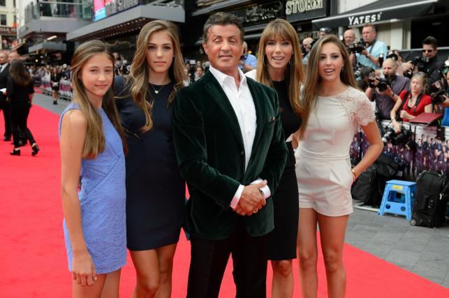 68-letni gwiazdor i jego wspaniałe kobiety – trzecia żona i trzy córki
