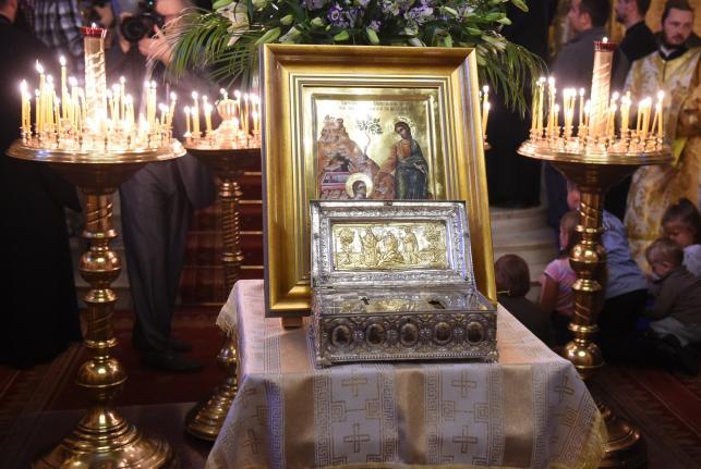 Relikwie przyleciały do Polski