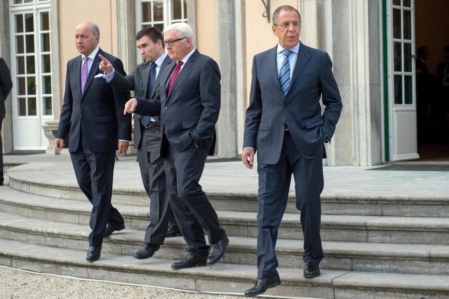 Ministrowie spraw zagranicznych podczas rozmów w Berlinie. Z prawej Sergiej Ławrow