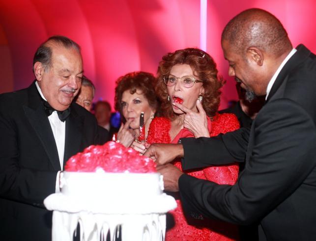Sophia Loren, Carlos Slim i Forest Whitaker, a w roli głównej: urodzinowy tort