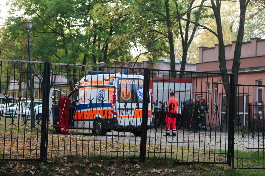 Szpital im. Biegańskiego w Łodzi zabezpieczony przez oddziały prewencji KWP w Łodzi, przyjechały też dekontaminacyjne wozy strażackie