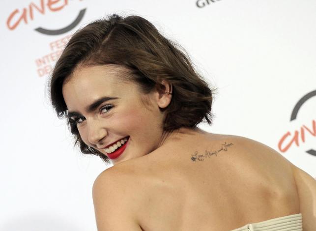 """Lily Collins promowała """"Love, Rosie"""" w Rzymie"""