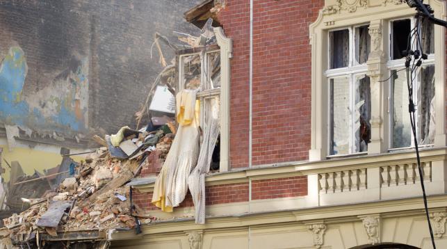Trwa wyburzanie kamienicy w śródmieściu Katowic, która zawaliła się po wybuchu gazu