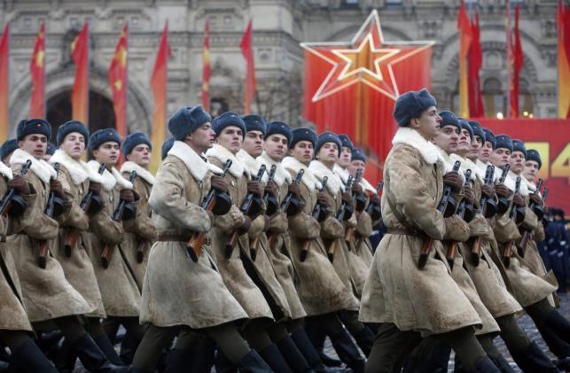 Historyczna parada w Moskwie. Rosjanie świętują 73. rocznicę bitwy o Moskwę