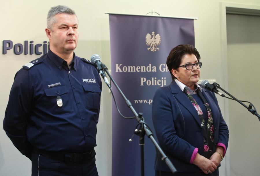 Komendant Główny Policj Marek Działoszyński i szefowa MSW Teresa Piotrowska