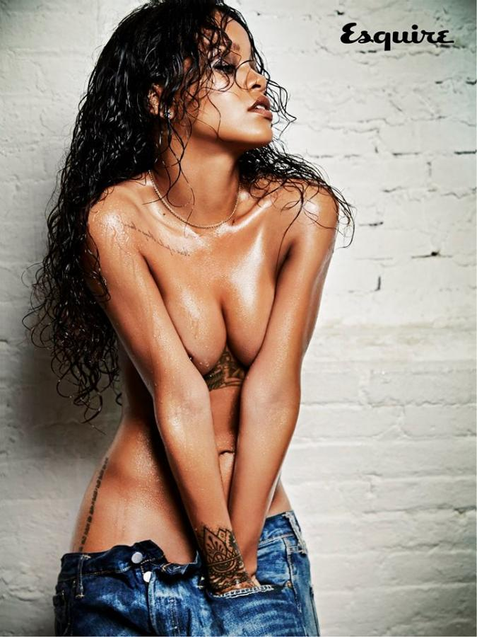 W sesji dla kultowego magazynu dla panów artystka pokazała się topless
