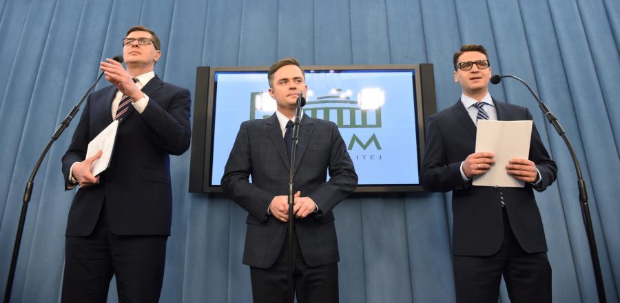 Posłowie wykluczeni z partii i klubu parlamentarnego Prawa i Sprawiedliwości: Adam Hofman, Mariusz Antoni Kamiński i Adam Rogacki