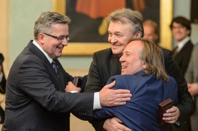 Prezydent Bronisław Komorowski i członkowie Budki Suflera –Krzysztof Cugowski oraz Romuald Lipko