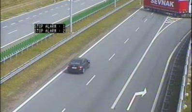 TIR próbuje uciec z jezdni pod prąd na autostradzie A2