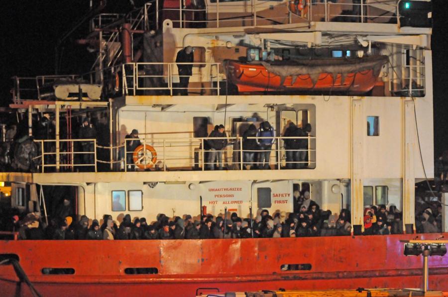 Włoska straż przybrzeżna wprowadziła do portu Gallipoli statek \