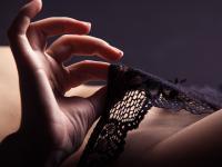 Tajemnice masturbacji kobiet. Tak TO robią, gdy są w potrzebie