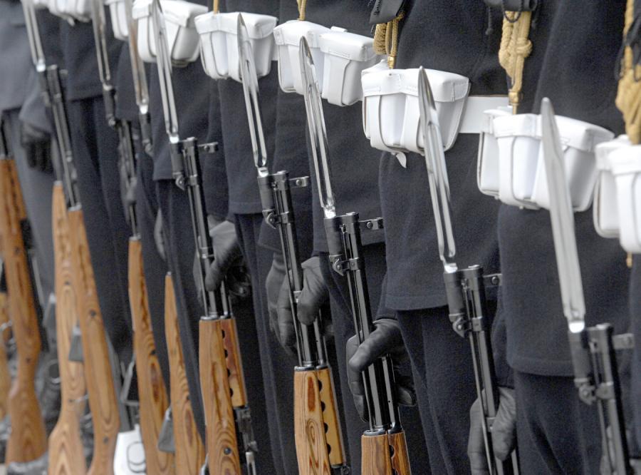 Wojskowa asysta do kościoła nie wchodzi