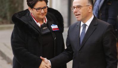 Szefowa polskiego MSW Teresa Piotrowska oraz minister spraw wewnętrznych Francji Bernard Cazeneuve