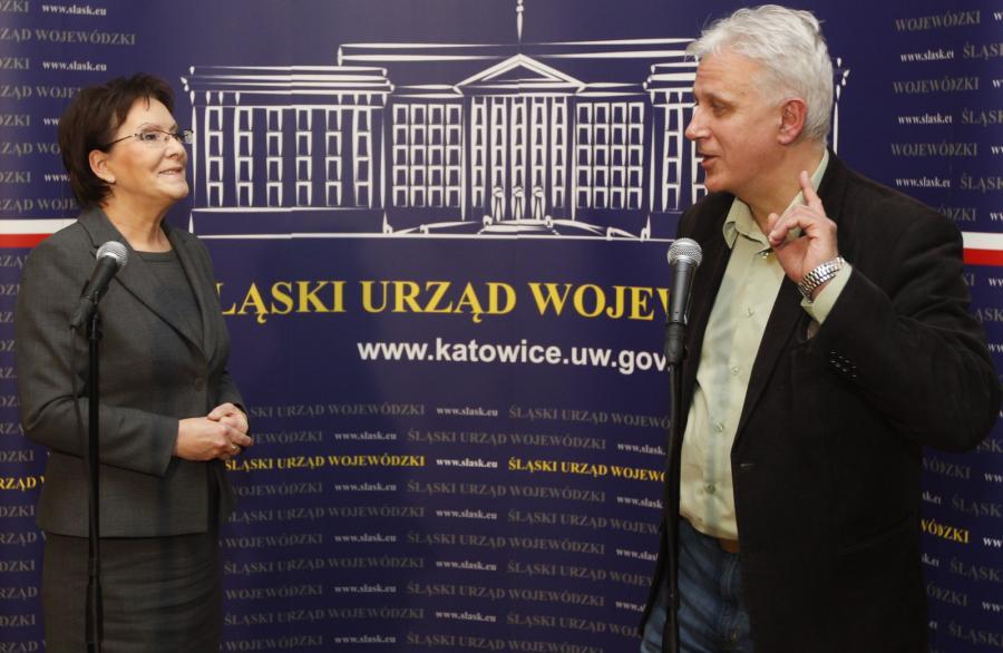 Premier Ewa Kopacz (L) i przewodniczący zarządu Regionu Śląsko-Dąbrowskiego NSZZ \