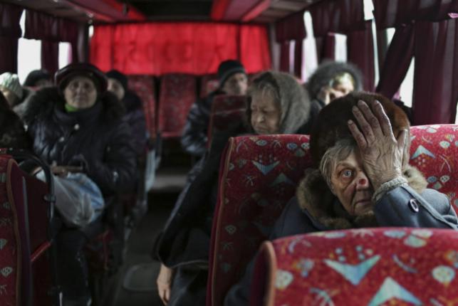 W ostatnich tygodniach na Ukrainie ginie codziennie około 10 osób. W obawie o swoje życie, wielu ludzi porzuca dotychczasowe miejsce zamieszkania.