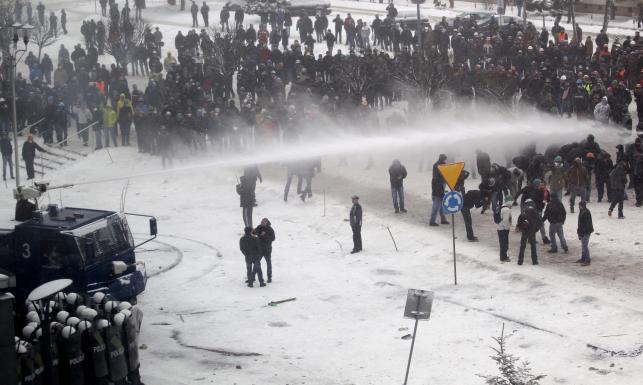 Starcia pod siedzibą JSW. Szef Solidarności: Straciliśmy panowanie nad tłumem