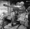 """W jednym z odcinków czołg """"Rudy"""" atakował pozycje niemieckie, przedzierając się najpierw przez zalane podziemne tunele"""