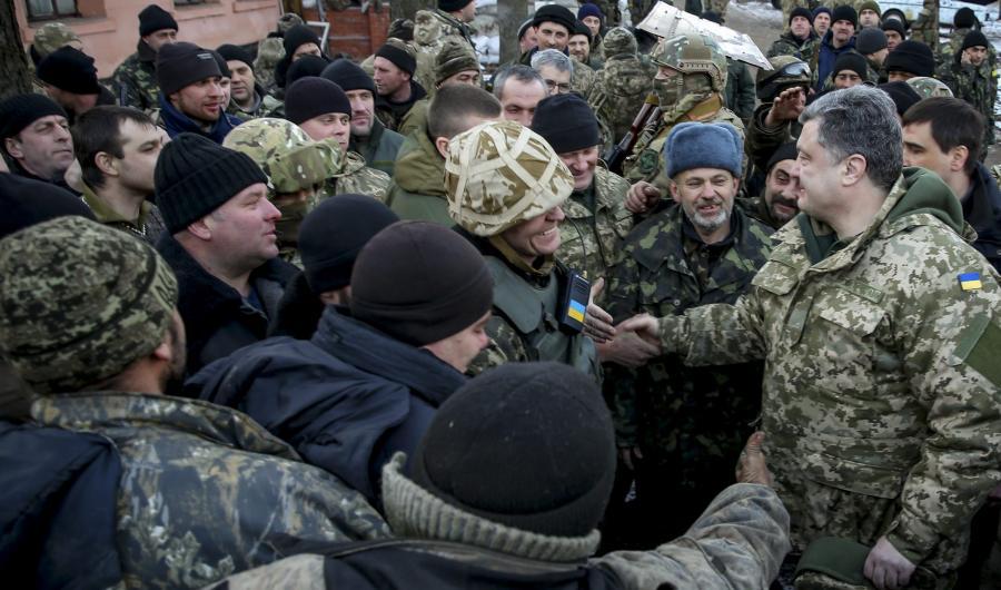 Prezydent Poroszenko wśród żołnierzy