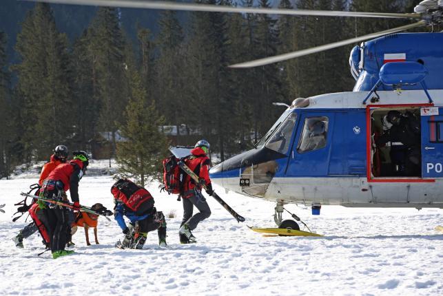 Grupa ratowników Tatrzańskiego Ochotniczego Pogotowia Ratunkowego