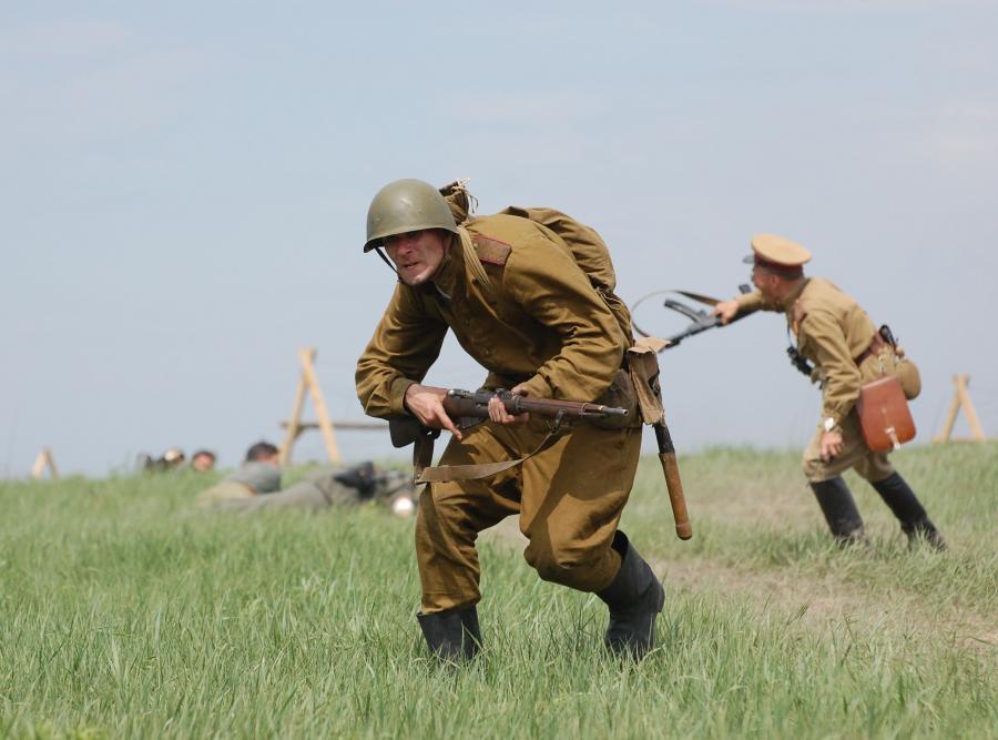 Rekonstruktorzy w mundurach Armii Czerwonej