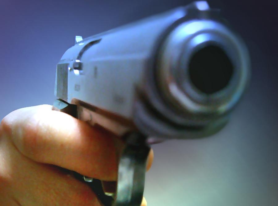 Autostopowicz wyciągnął broń