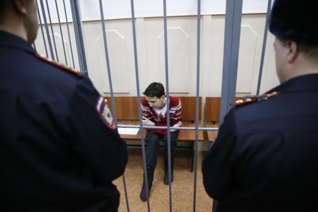 Nadia Sawczenko przed Basmańskim Sądem Rejonowym w Moskwie