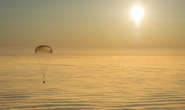 Lądowanie w Kazachstanie. Sojuz wyglądał nieziemsko. ZOBACZ ZDJĘCIA