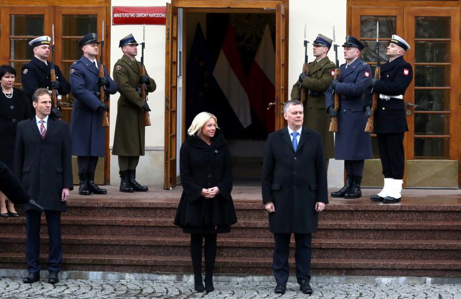 Minister obrony Królestwa Niderlandów Jeanine Hennis-Plasschaert oraz wicepremier, minister obrony narodowej Tomasz Siemoniak