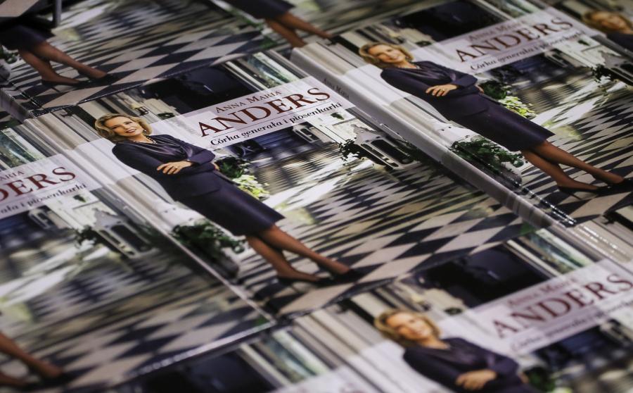 Anna Maria Anders w swojej autobiograficznej książce wspomina dzieciństwo w londyńskim domu