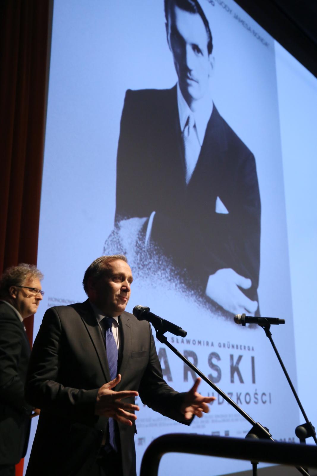 Grzegorz Schetyna na uroczystej premierze filmu \