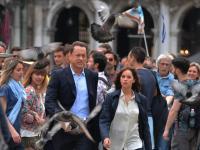 """Tom Hanks znów na tropie. Mamy ZDJĘCIA z planu """"Inferno"""""""