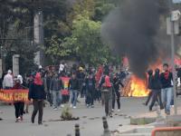 Miasto sparaliżowane, na niebie śmigłowce policyjne. Zamieszki w Stambule